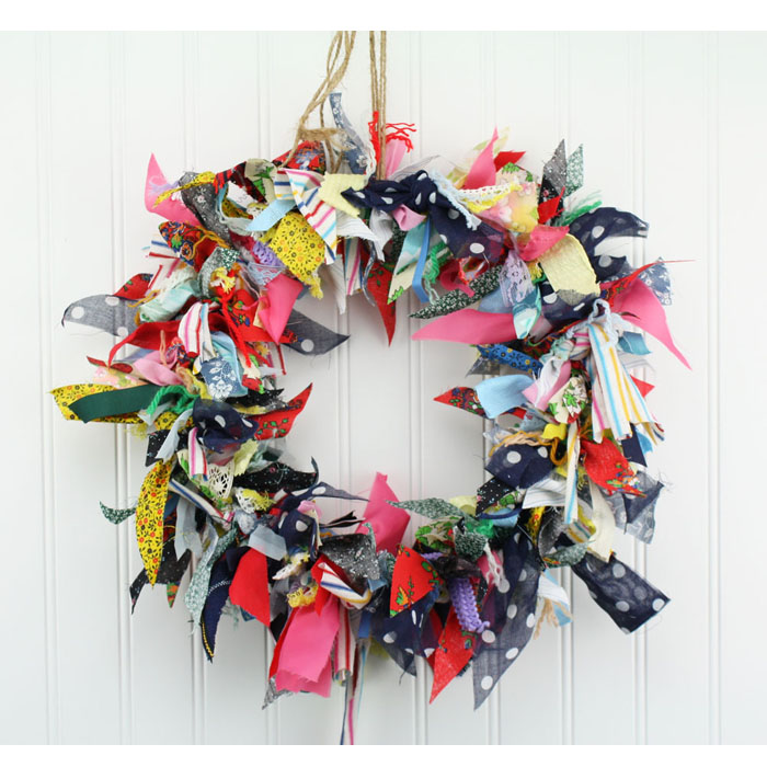 "15"" Fabric Rag Wreath ""Polka Dot"""